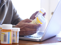 Source: iStock by Getty Images; Copyright: DNY59; URL: https://www.istockphoto.com/photo/close-up-of-man-holding-prescription-medication-bottles-in-front-of-laptop-gm837647832-136367763; License: Licensed by the authors.