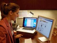 Woman in front of computer using social media. Source: Pixnio; Copyright: Walton LaVonda; URL: https://pixnio.com/people/female-women/girl-with-computer-emerging-technologies-social-media; License: Public Domain (CC0).