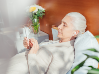 Woman in hospital listening to a mindfulness program on her smartphone. Source: iStock by Getty Images; Copyright: LightFieldStudios; URL: https://www.istockphoto.com/au/photo/senior-woman-with-smartphone-in-hospital-gm865136324-143600135; License: Licensed by the authors.