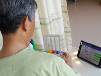 Patients using Go-breath app. Source: Image created by the Authors; Copyright: Ji Yeong Soh; URL: http://mhealth.jmir.org/2019/2/e12204/; License: Creative Commons Attribution (CC-BY).