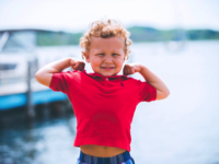 Young boy flexing his biceps. Source: Unsplash; Copyright: Ben White @benwhitephotography; URL: https://unsplash.com/photos/lVCHfXn3VME; License: Licensed by JMIR.