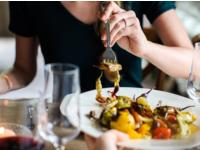 Source: Pixnio; Copyright: Pixnio; URL: https://pixnio.com/food-and-drink/woman-dinner-food-meal-diet-glass; License: Public Domain (CC0).