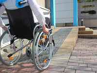 Wheelchair user and an incline. Source: Shutterstock Inc; Copyright: Riopatuca; URL: https://www.shutterstock.com/fr/image-photo/woman-wheelchair-using-ramp-187933352?src=n0KtL9NecrS4Vv5ZnTZ3Qw-1-41; License: Licensed by the authors.