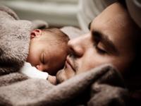 Source: Pixabay; Copyright: PublicDomainPictures; URL: https://pixabay.com/en/baby-child-cute-dad-daddy-family-22194/; License: Public Domain (CC0).