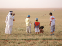 Source: Pixabay; Copyright: David Evans; URL: https://pixabay.com/en/saudi-family-desert-children-1905560/; License: Public Domain (CC0).