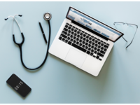 Source: Rawpixel; Copyright: Rawpixel; URL: https://www.rawpixel.com/image/380110/aerial-view-doctor-stethoscope-and-computer-laptop; License: Public Domain (CC0).
